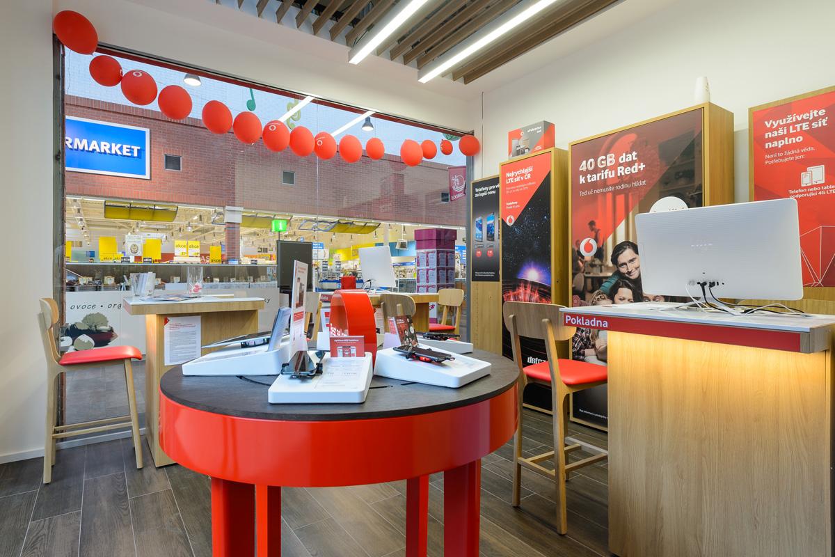 57ef9c9301f Store Plzeň - OC Olympia - Vodafone - EN